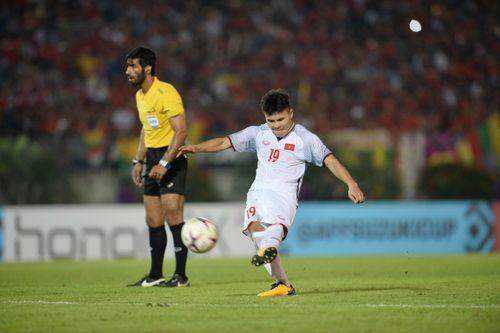 Quang Hải vượt trội trong top 5 tiền vệ hàng đầu vòng bảng AFF Cup