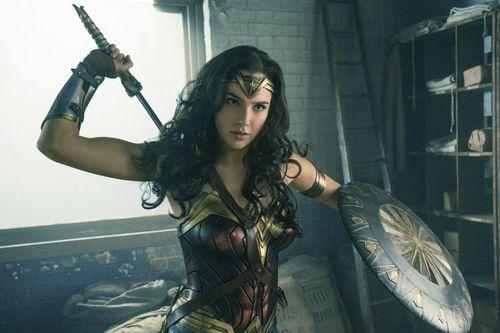 10 nữ siêu anh hùng quyến rũ, quyền năng mạnh mẽ nhất