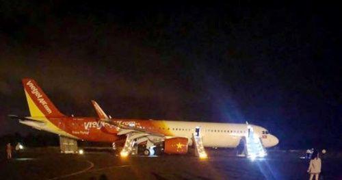 Nỗi hoảng sợ của hành khách trên máy bay Vietjet gặp sự cố