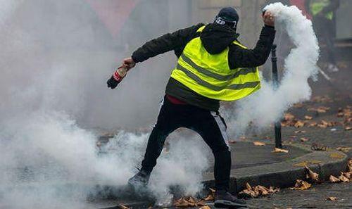 Phong trào biểu tình Áo vàng tàn phá nước Pháp: Có một 'thế giới khác' trái ngược Paris hào nhoáng phồn hoa