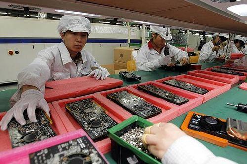 Lo chiến tranh thương mại Mỹ - Trung, Apple lắp ráp iPhone ở Ấn Độ
