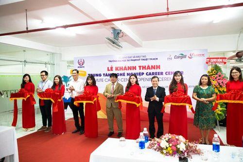 Trường HCMUTE khánh thành trung tâm nghề nghiệp hỗ trợ sinh viên