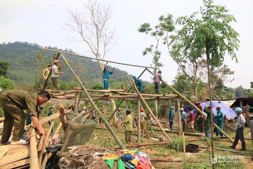 Nghệ An: Lốc xoáy làm 2 người bị thương, 158 căn nhà hư hỏng