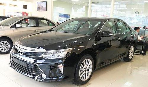 Toyota Camry giảm gần trăm triệu, 'làm khó' các đối thủ