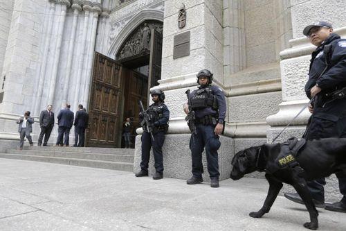 Mỹ: Bắt kẻ mang xăng, bật lửa định đốt nhà thờ New York