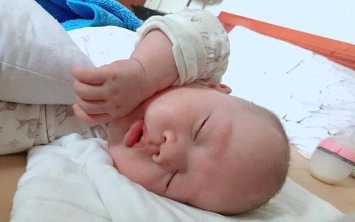 Rèn con ngủ theo phương pháp 'tự vỗ về', 9X Hà Thành nhàn nhã bất ngờ, chẳng còn phải nghe tiếng con quấy khóc