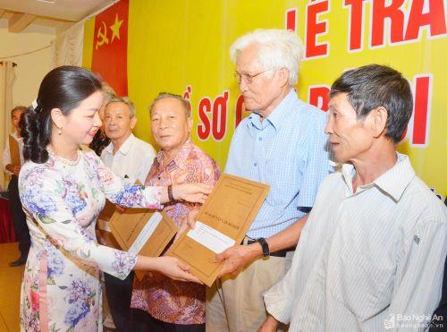 Nghệ An trao trả gần 2.000 hồ sơ cho cán bộ 'đi B'