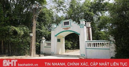 Về huyện miền núi Hà Tĩnh xem người dân 'nâng niu' cái cổng làng