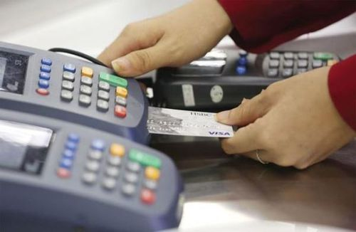 Ngân hàng mạnh tay đầu tư công nghệ thẻ để tăng thu phí