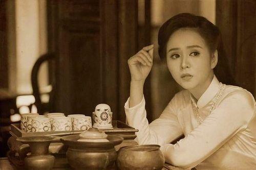 Nét duyên thầm của thiếu nữ Hà Nội xưa qua tà áo dài trắng trong