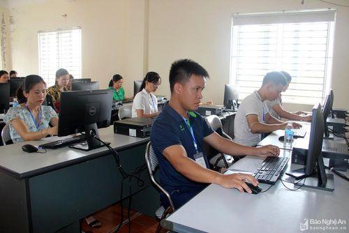 Nông dân Nghệ An đua tài sử dụng máy tính, mạng internet