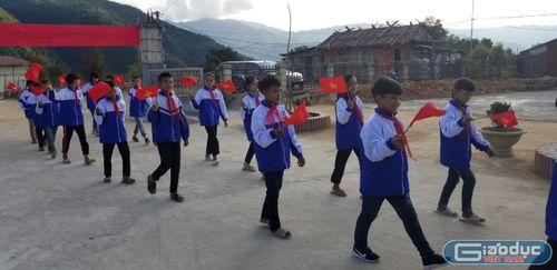 Lễ khai giảng ngắn gọn, ý nghĩa tại ngôi trường trên đỉnh núi miền biên giới