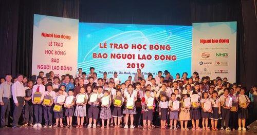 Chương trình 'Học bổng Báo Người Lao Động': Sẻ chia ấm áp