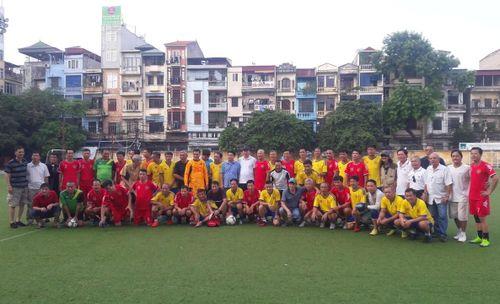 Đội cựu cầu thủ Công an Hà Nội giao hữu với cựu cầu thủ Công an Hà Nam Ninh