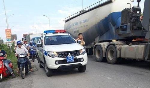 Đi sang đường, học sinh lớp 3 bị xe container tông tử vong