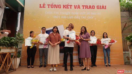 Nguyễn Ngọc Tư trao giải 'Một nửa làm đầy thế giới'