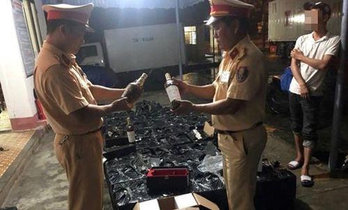Thừa Thiên-Huế: Phát hiện ô tô chở 600 chai rượu ngoại nhập lậu