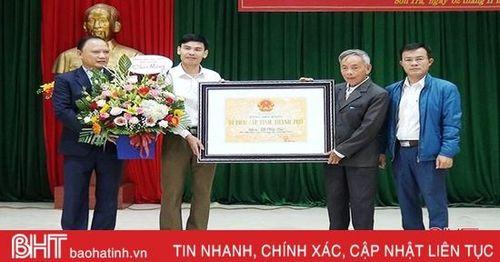 Đón nhận bằng di tích lịch sử văn hóa cấp tỉnh đền thờ Lê Hầu Sại