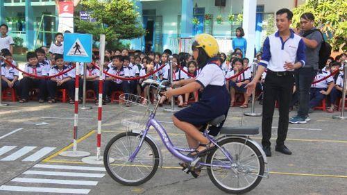 Hơn 1000 em học sinh được hướng dẫn tham gia giao thông an toàn