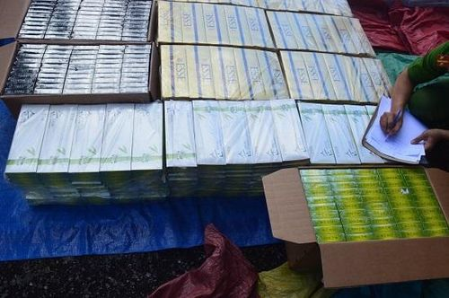 Quảng Ngãi: Bắt hơn 15.000 bao thuốc lá lậu