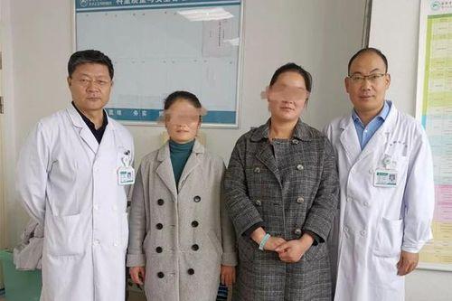 2 chị em ruột tự phát hiện ung thư vú nhờ 1 việc đơn giản, đến bác sĩ cũng phải khen ngợi và khuyên mọi người học theo