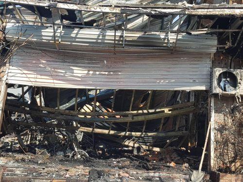 Khung cảnh tan hoang tại hiện trường vụ cháy nhà hàng 4 người chết ở Vĩnh Phúc