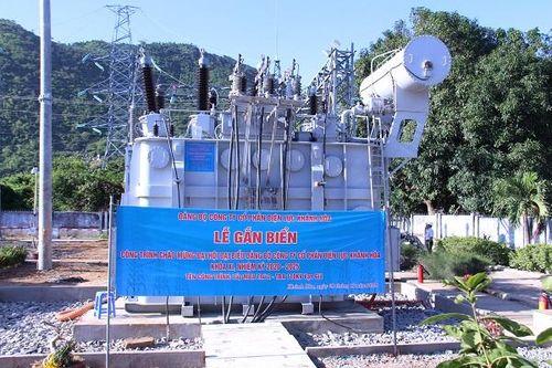 Gắn biển Công trình chào mừng Đại hội Đại biểu Đảng bộ Công ty CP Điện lực Khánh Hòa