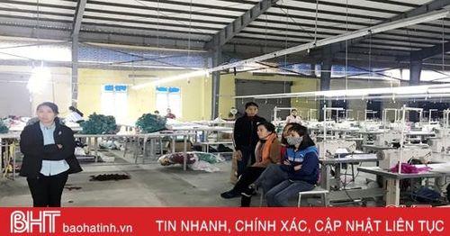 Hà Tĩnh: Doanh nghiệp may nợ lương, hơn 300 công nhân đình công