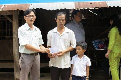 Thầy Trương Kỉnh Nhơn- người nặng lòng với những mảnh đời nghèo khó, bệnh tật
