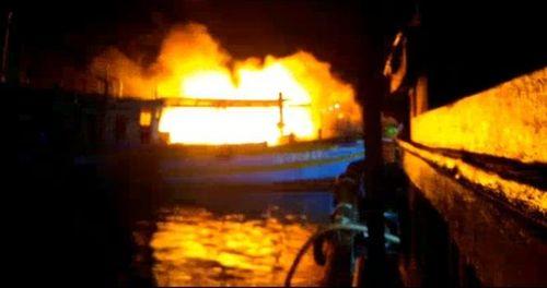 2 tàu cá bị cháy rụi, chìm hẳn xuống biển
