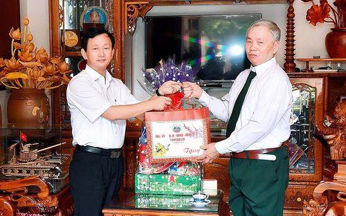Gia Lai: Bí thư Tỉnh ủy thăm và chúc Tết các gia đình cán bộ hưu trí và lực lượng vũ trang