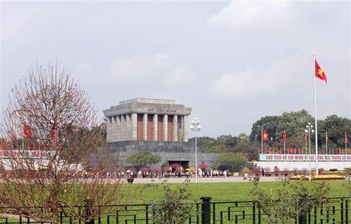 Hơn 25.000 lượt khách vào Lăng viếng Bác dịp Tết