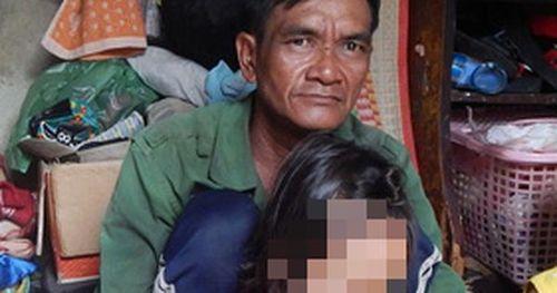 Người đàn ông 3 đời lượm ve chai được nhận giấy khen vì có thành tích phòng chống tội phạm