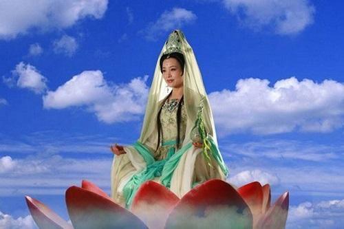 Nữ diễn viên đóng Quan Âm Bồ Tát trong Tây Du Ký gây bức xúc vì bỏ rơi con nuôi