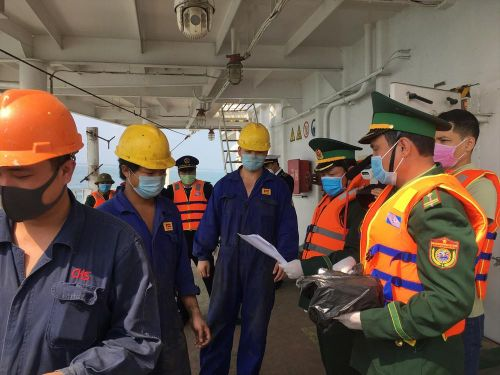 Cách ly thuyền viên, giám sát tàu hàng đến từ Trung Quốc
