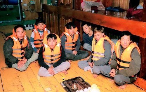 Thanh Hóa: Cứu sống 7 thuyền viên gặp nạn trên biển