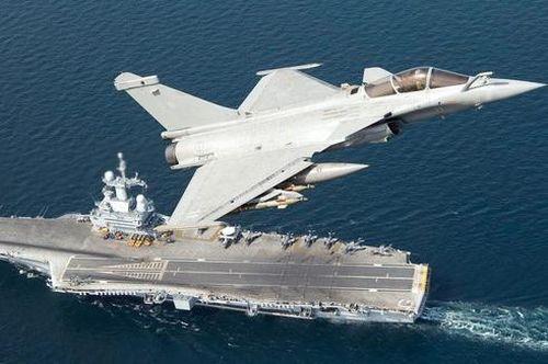 Tàu sân bay Pháp bất ngờ tiếp cận Syria ở khoảng cách 'có thể tấn công'