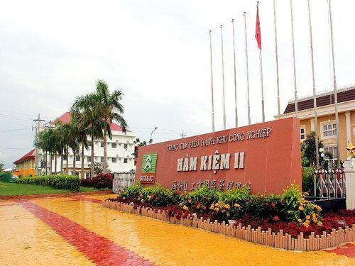 Giám sát y tế 4 người Trung Quốc vừa nhập cảnh vào Việt Nam