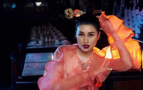 Emily Hồng Nhung toát vẻ thần thái nữ quyền ngày Valentine