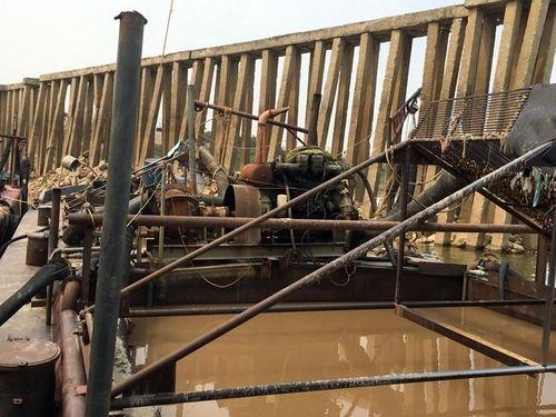 Đánh chặn 'cát tặc' nơi thượng nguồn những con sông chảy qua địa bàn Hà Nội