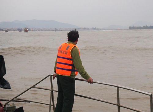 Quảng Bình: Tiếp tục tìm kiếm 1 thuyền viên mất tích trên tàu cá bị chìm