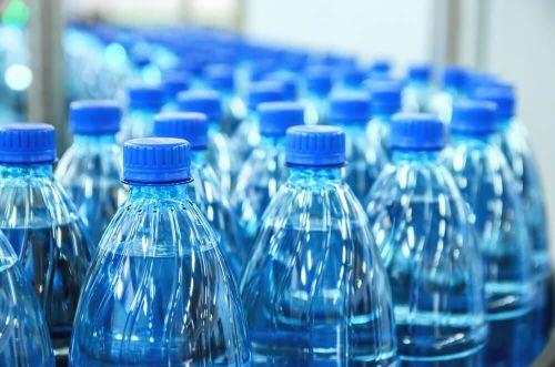 Mỹ siết chặt hoạt động sản xuất nước đóng chai