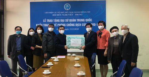 Tặng 1.000 khẩu trang chống dịch COVID-19 cho Đại sứ quán Trung Quốc tại Việt Nam