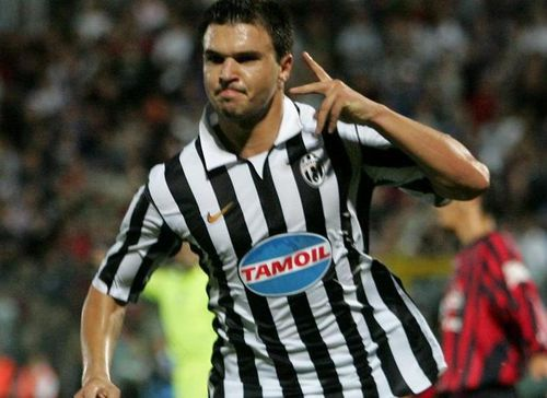 Cựu tiền đạo Juventus bị đuổi dù chưa thi đấu cho CLB mới