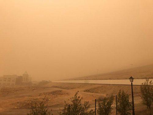 Bão cát như tận thế ở Tây Ban Nha, hàng trăm chuyến bay bị hủy
