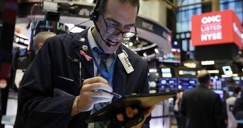 Covid-19 'nẫng' Dow Jones hơn 1.000 điểm, sản lượng kinh tế sụt giảm 1.000 tỉ USD