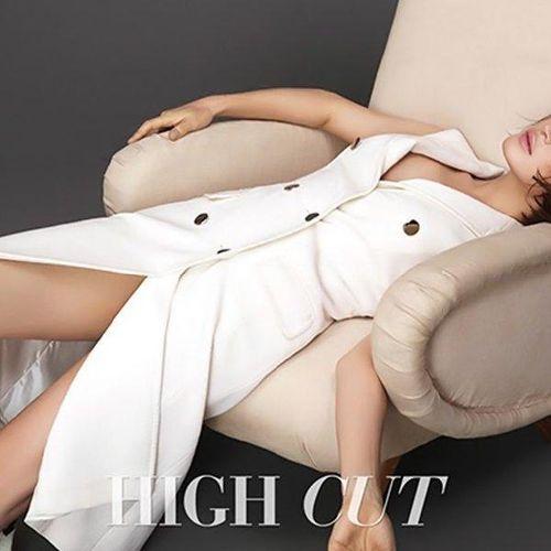 Kim Hye Soo 'nữ hoàng màn ảnh', 'biểu tượng sexy' trẻ trung ở tuổi 50