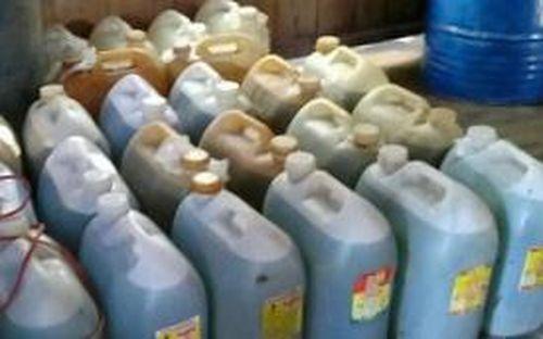 Hàng nghìn lít chất lỏng nghi dầu DO không rõ nguồn gốc bị phát hiện