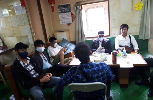 Tiếp nhận, cách ly 6 thuyền viên Việt Nam trở về từ Trung Quốc