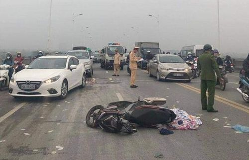 Điều tra nguyên nhân người đàn ông tử vong cạnh chiếc xe máy trên cầu Vĩnh Tuy